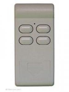 Handsender Deltron S404, 4 Tasten, 27 MHz AM, LED leuchtet grün